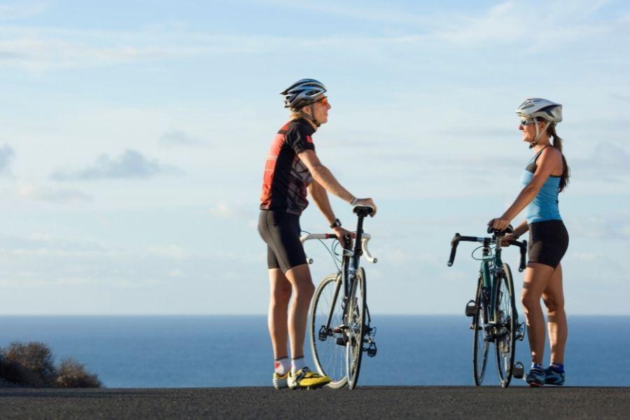 Por qué los Ciclistas Usan Pantalones Cortos de Bicicleta Ajustados