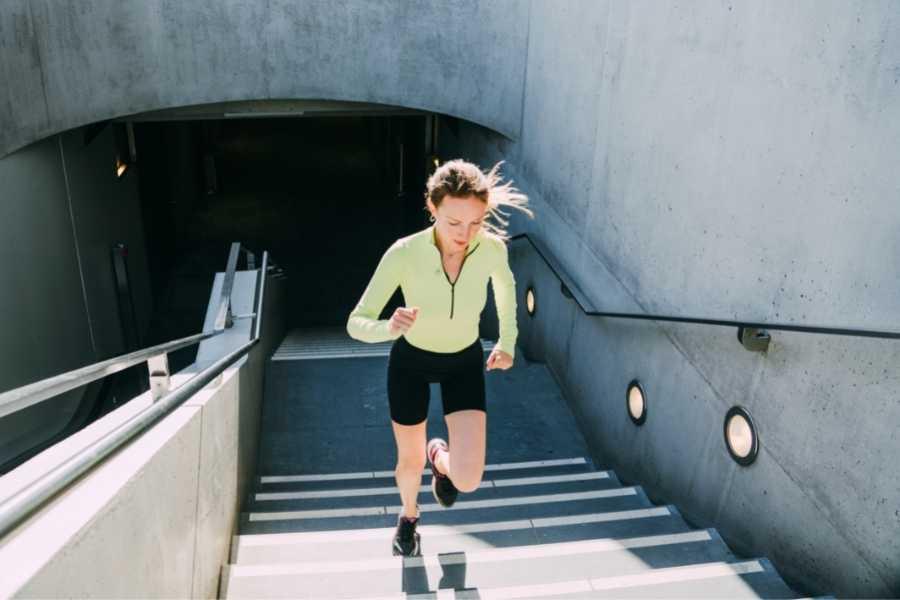 Carrera en Escalera para Aumentar la Velocidad y la Potencia